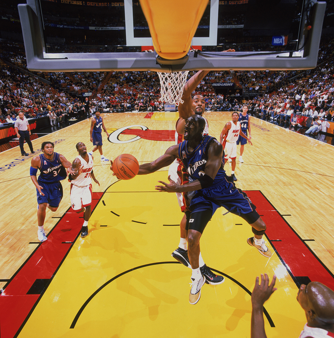 Alonzo Mourning: Michael Jordan anotaría 50 puntos por viva basquet