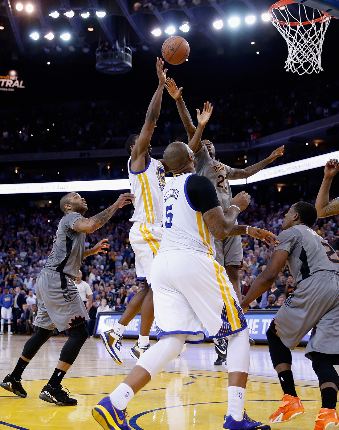 Harrison Barnes salva a los Warriors por viva basquet