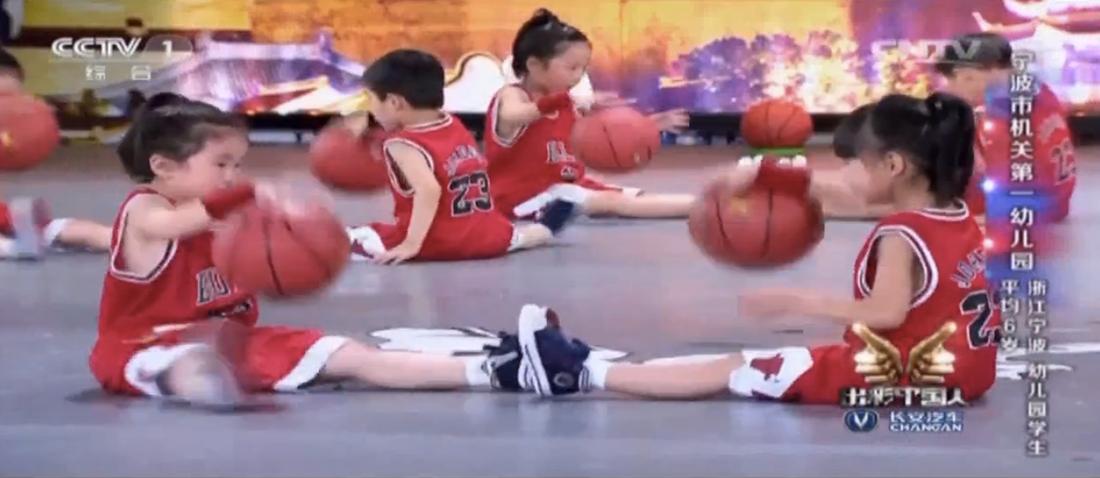 20 Mini Jordans bailan en concurso por viva basquet