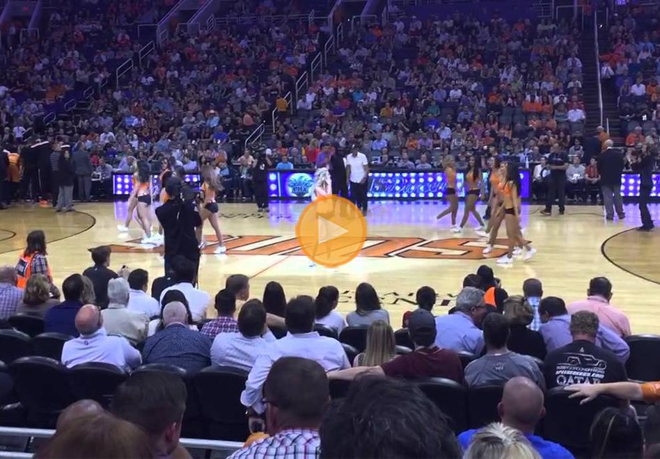 Propuesta de matrimonio en el medio tiempo de un juego de la NBA por viva basquet
