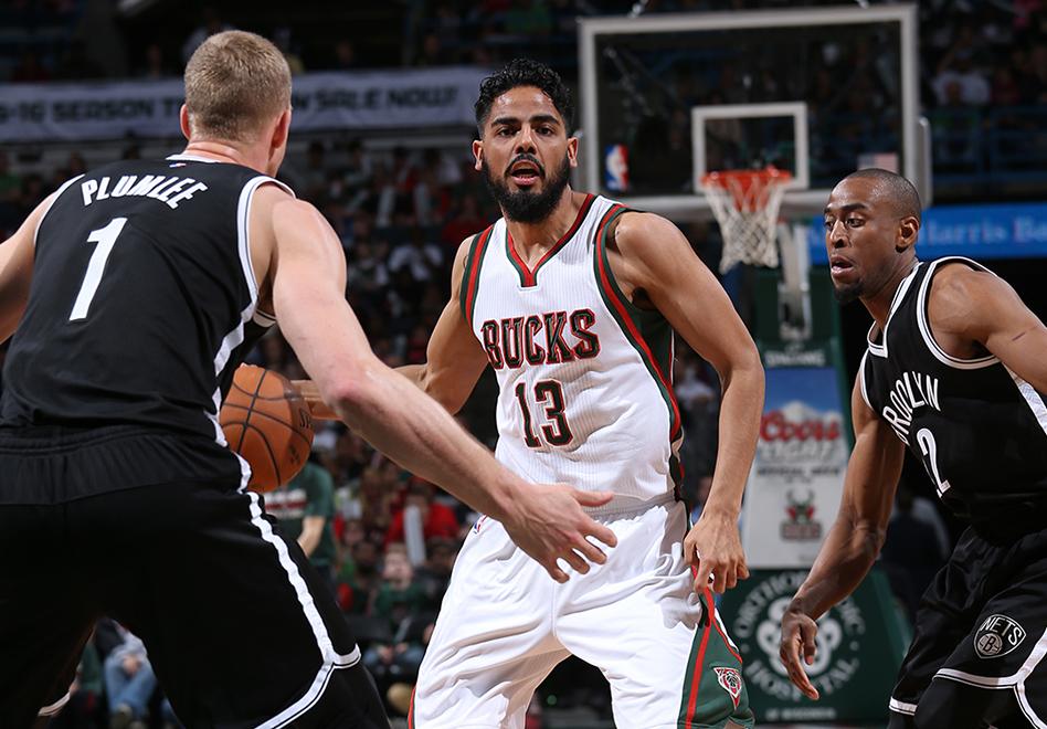 Gutiérrez suma minutos y los Bucks amarran playoffs por viva basquet
