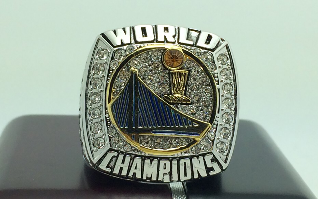 El anillo de campeon de los golden state warriors temporada 2014 - 2015