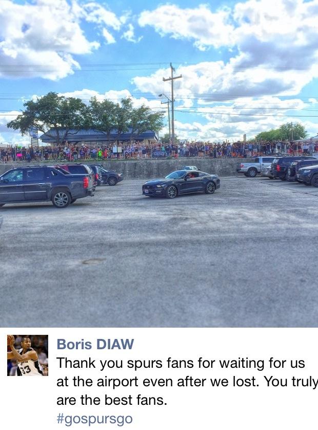 Los Spurs arropados  por sus fans por Viva Basquet.