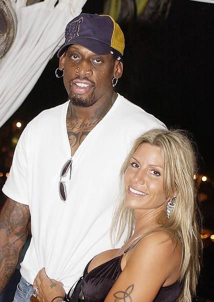 Rodaman con su ex esposa por viva basquet