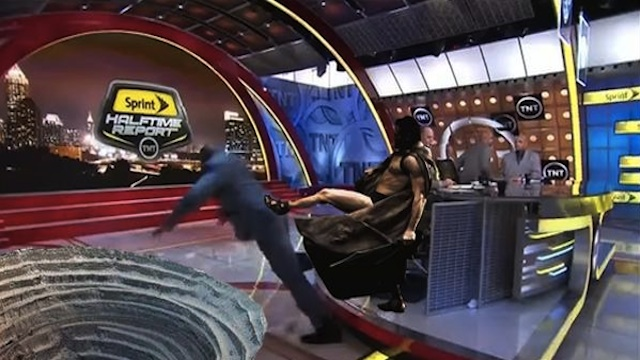 Shaq6El Shaq ofreció $500 al mejor meme de su caída. por viva basquet