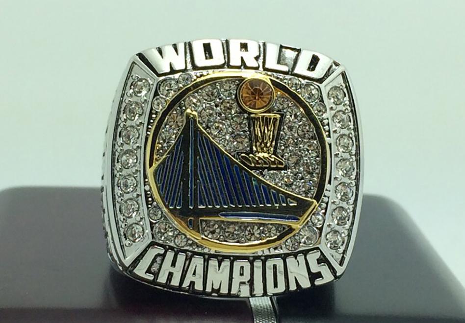 El anillo de campeon de los golden state warriors temporada 2014 - 2015