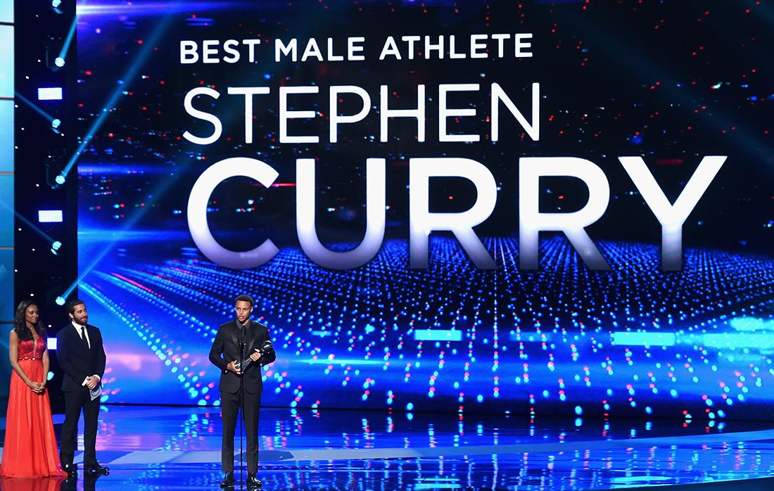 Stephen Curry arrasa en los ESPYS