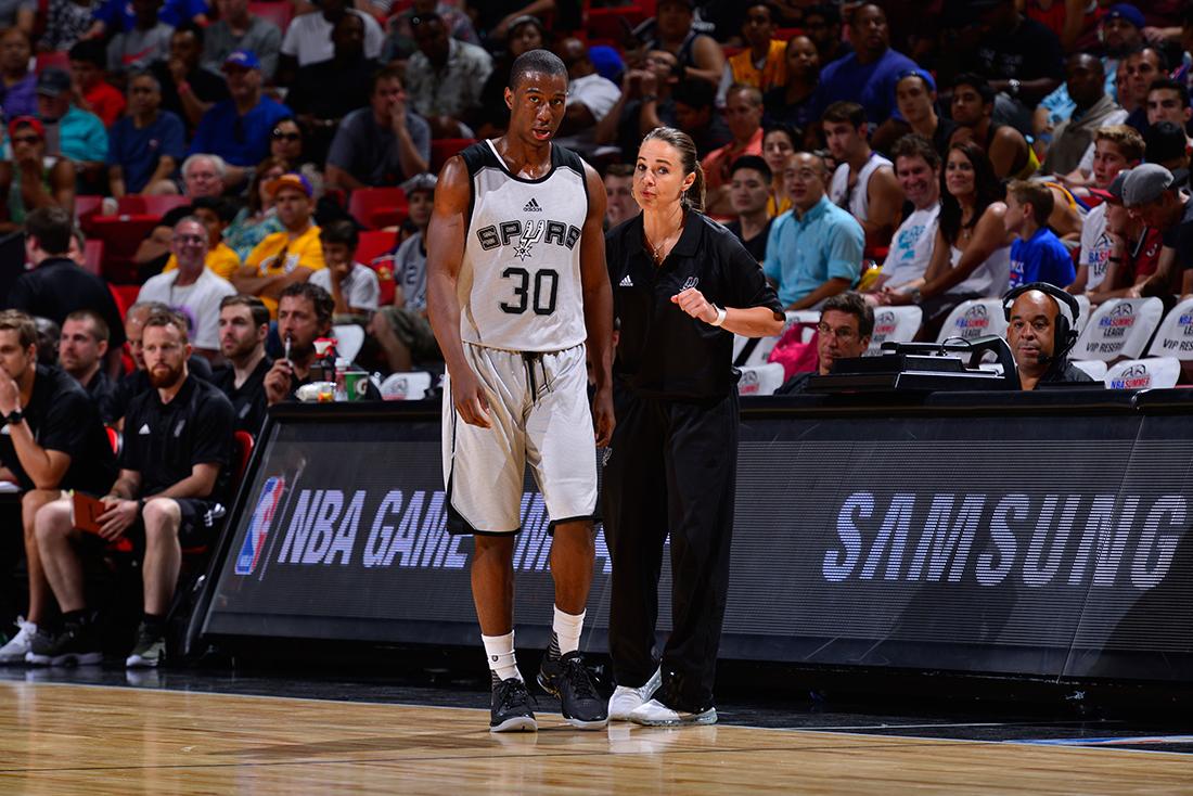 Becky Hammon  rompe barreras por viva basquet