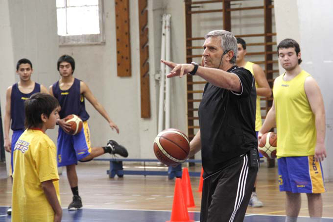 ¿Qué tengo que hacer si quiero ser entrenador de basquet? por Viva Basquet