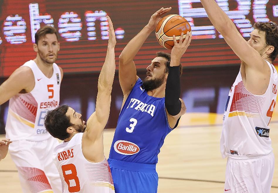 Italia pone a temblar a España en el Eurobasket por viva basquet
