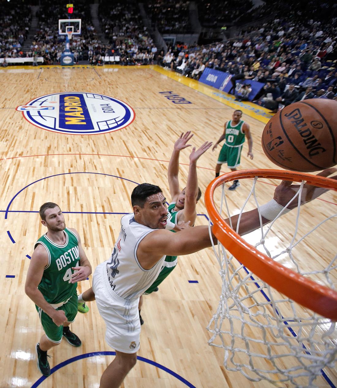 Los Celtics salen victoriosos de Madrid