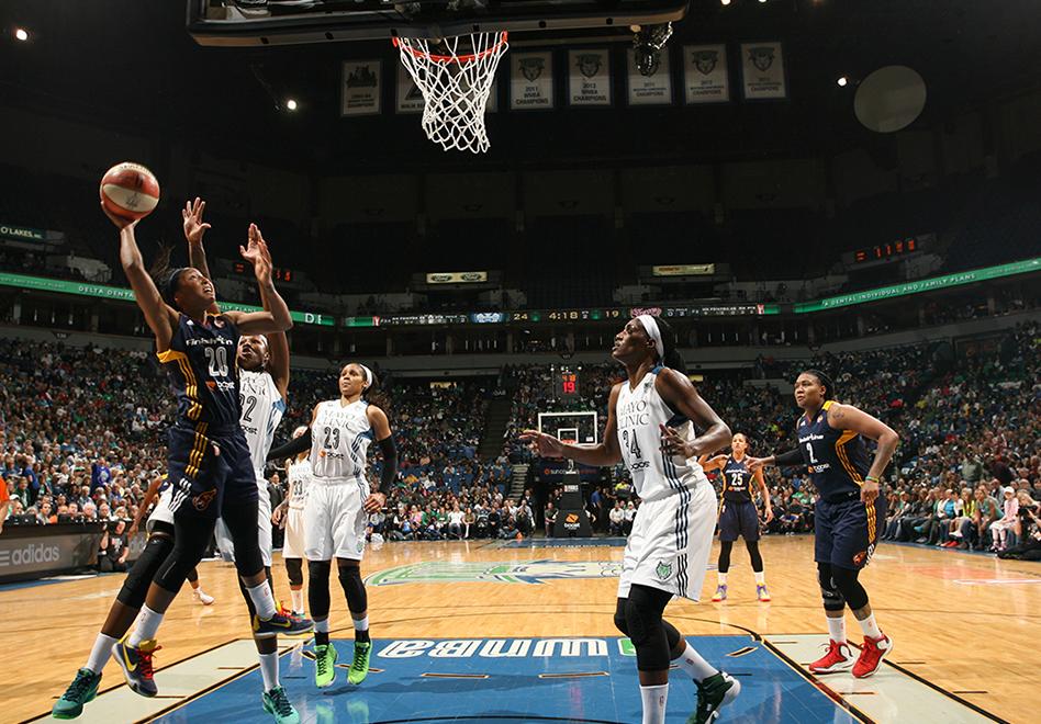 Indiana toma ventaja en las Finales de la WNBA.