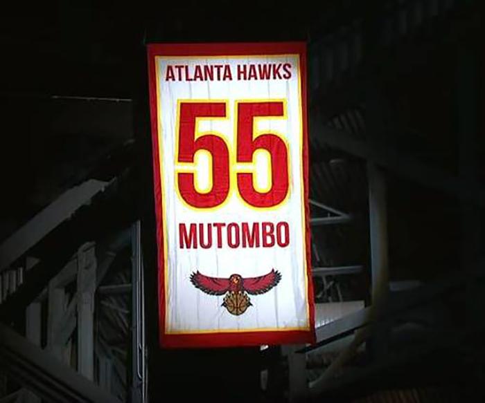 Atlanta retira el jersey con el numero 55 de MutomboAtlanta retira el jersey con el numero 55 de Mutombo