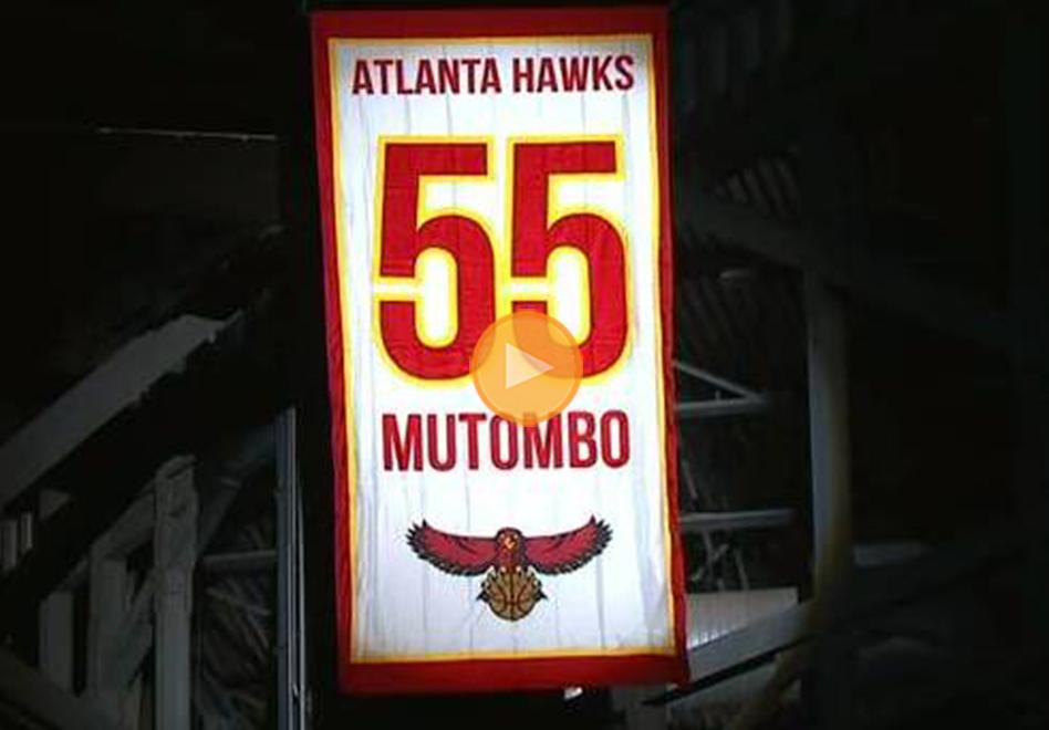 Atlanta retira el jersey con el numero 55 de Mutombo