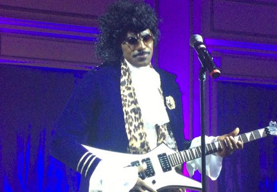 """LeBron James disfrazado como el artista Prince para entonar """"Purple Rain"""""""