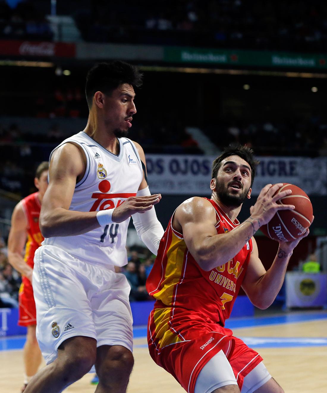 El mexicano Gustavo Ayón fue titular y en 20 minutos colaboró con 10 puntos y cinco rebotes.
