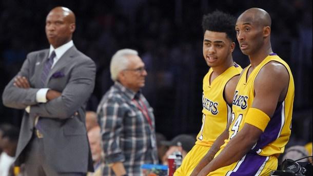 Kobe Bryant llamó atención a los novatos por Viva Basquet