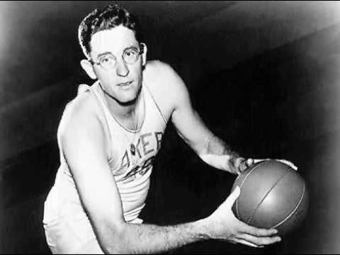 George Mikan unos de los jugadores blancos mas famosos de la NBA