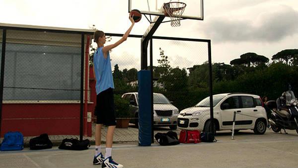 Robert Bobroczky tiene 15 años y mide 2.29 metros