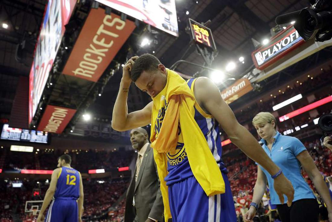 La lesión de Curry lo dejara fuera dos semanas