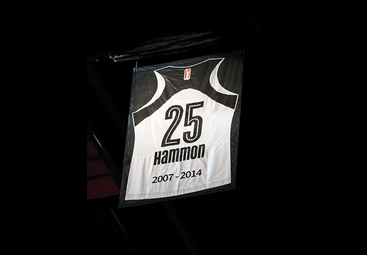BECKY HAMMON YA ES INMORTAL EN SAN ANTONIO
