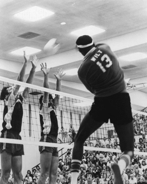Wilt Chamberlain Jugó voleibol en el IVA