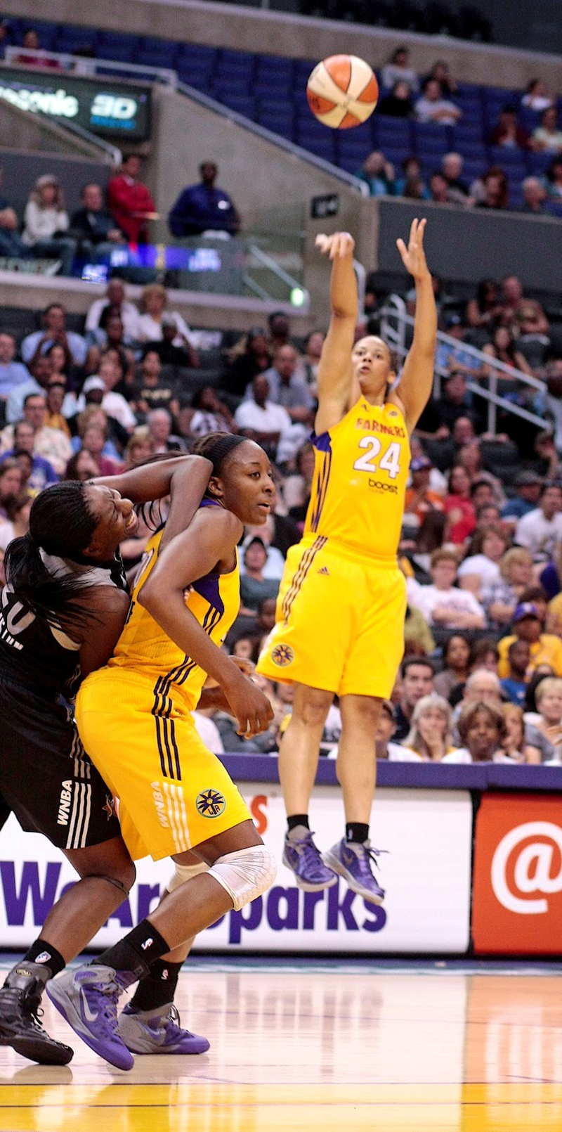 Aprile Skyes habla para viva basquet fofo 5