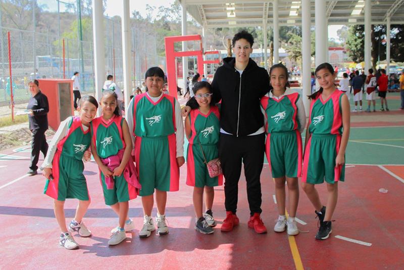 Aprile Skyes habla para viva basquet fofo 2