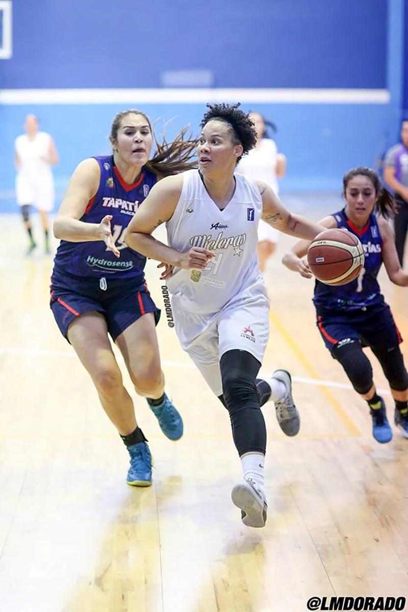 Aprile Skyes habla para viva basquet fofo 4