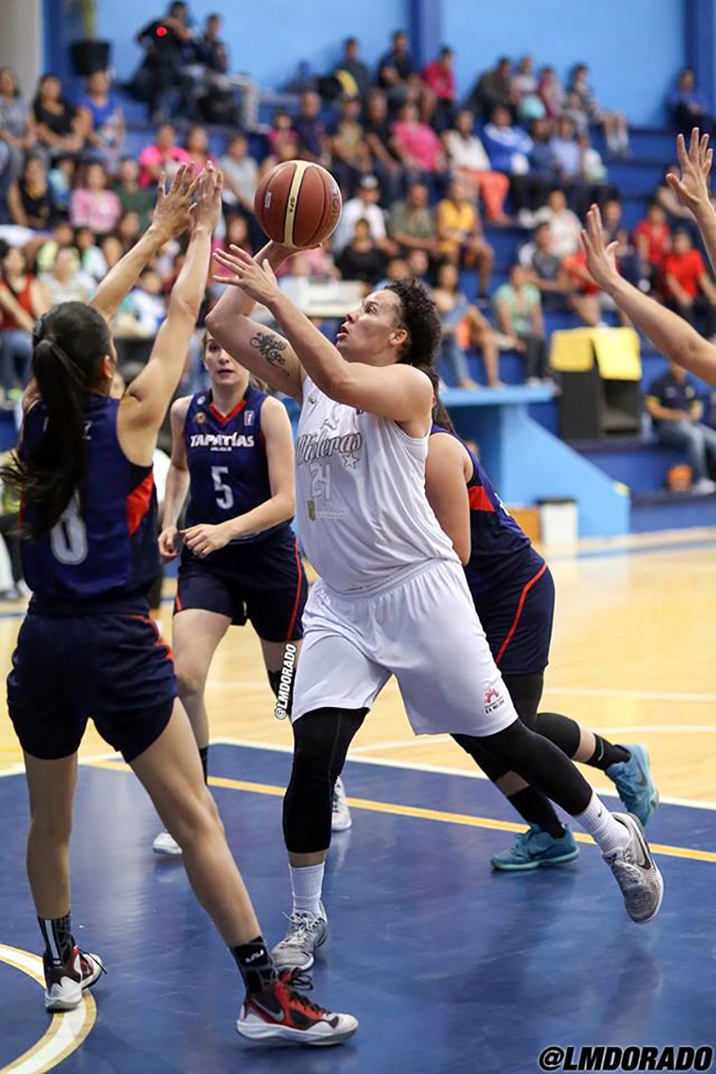Aprile Skyes habla para viva basquet fofo 3