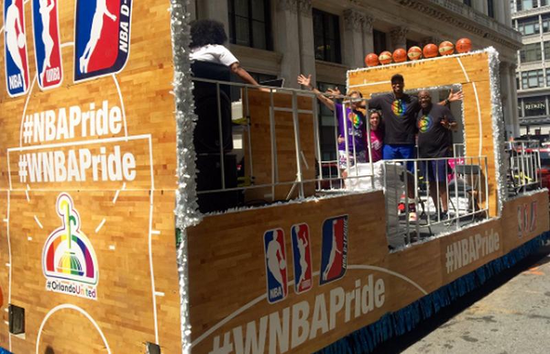 NBA y WNBA son los primeros en participar en el desfile LGBTT foto 1
