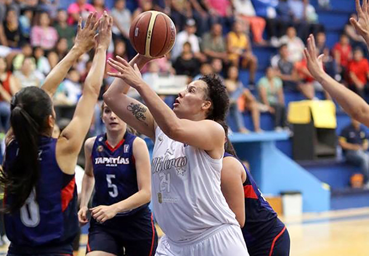 Aprile Skyes habla para viva basquet fofo 1