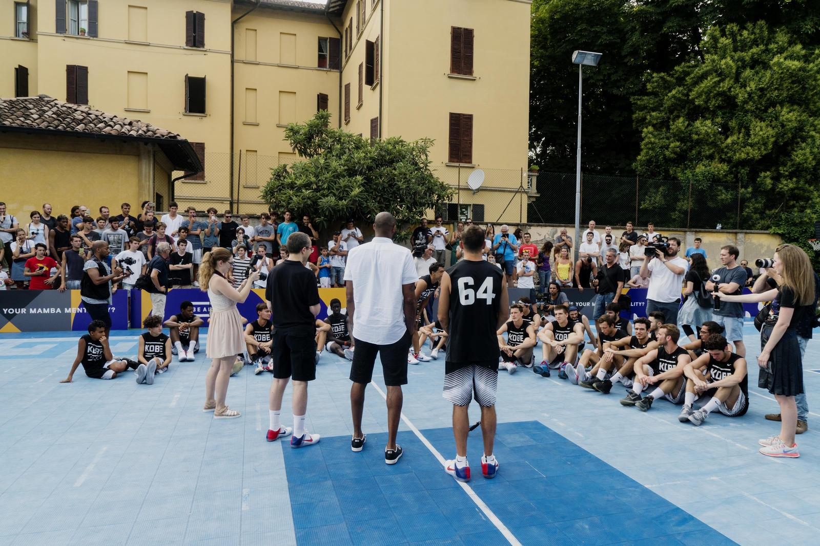 Kobe Bryant de gira por Europa foto 2