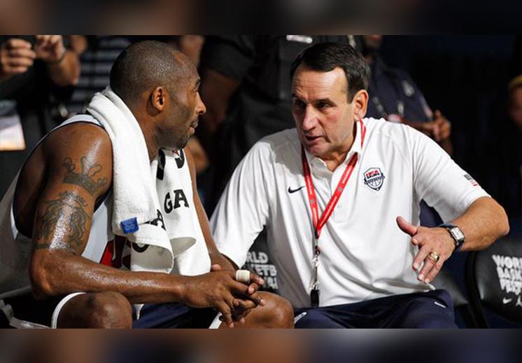 El coach K se rinde ante Kobe Bryant de Viva Basquet
