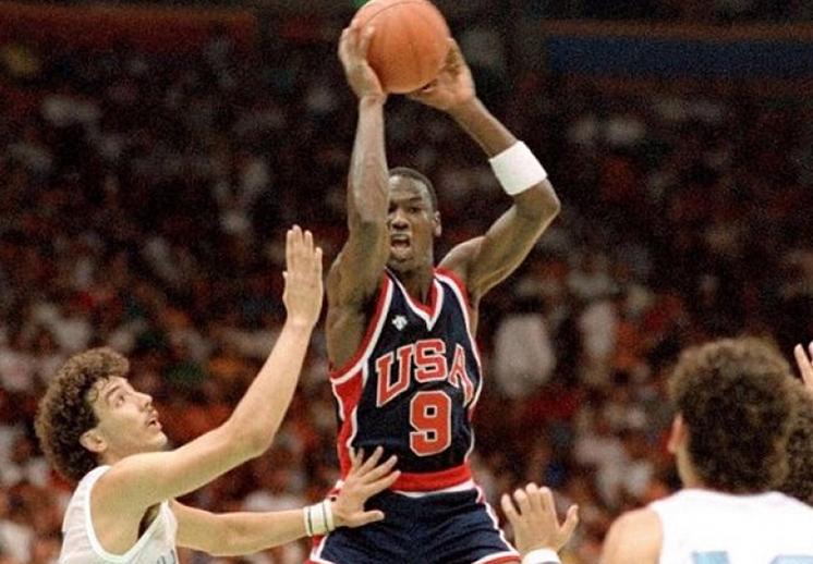 Michael Jordan en Los Angeles 84' por Viva Basquet