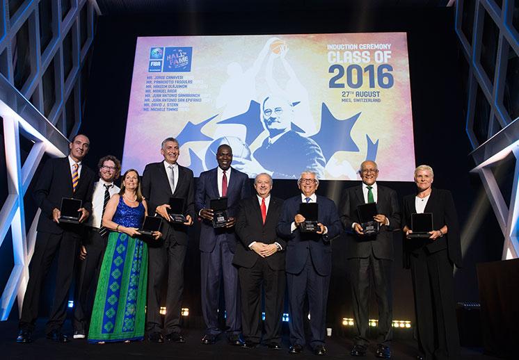 Manuel Raga alcanzó la inmortalidad en FIBA