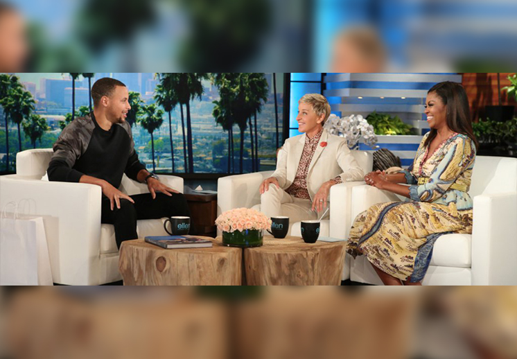 Michelle Obama y Ellen bañan a Stephen Curry