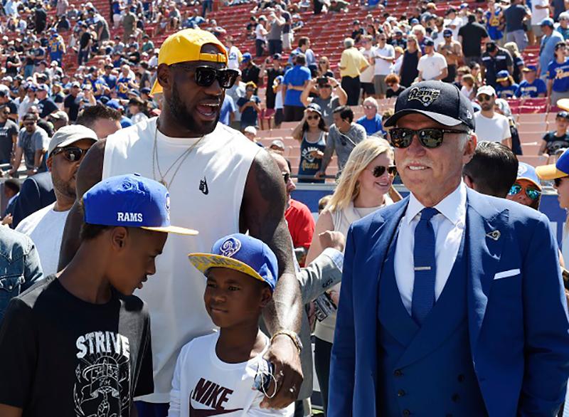 LeBron James y John Wall de visita en la NFL foto 1