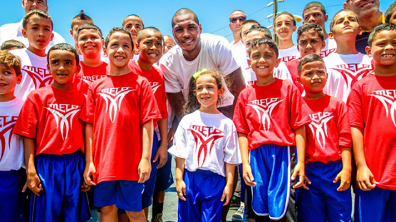 Carmelo inauguró una cancha de basquetbol en Puerto Rico foto 1