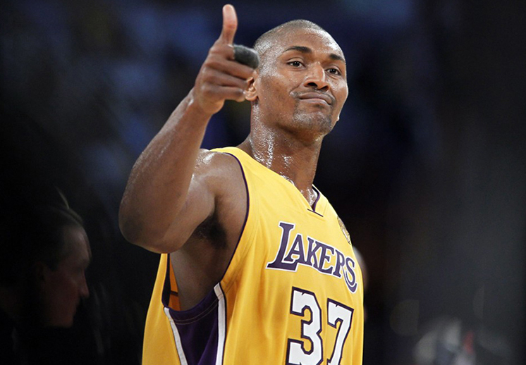 Metta World Peace y los Lakers extienden su contrato