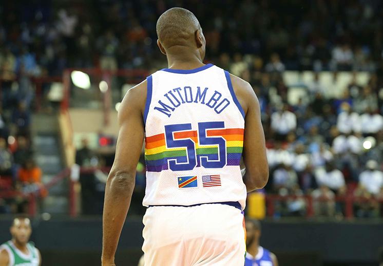 Los Nuggets van a retirar el jersey de Mutombo