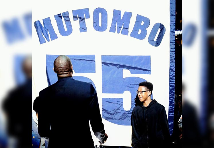 Denver retira el jersey de Dikembe Mutombo