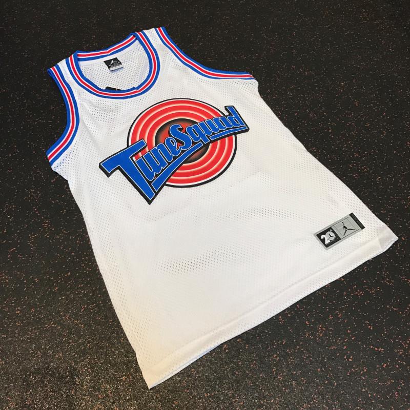 Jordan planea sacar a la venta el jersey del Tune Squad foto 2