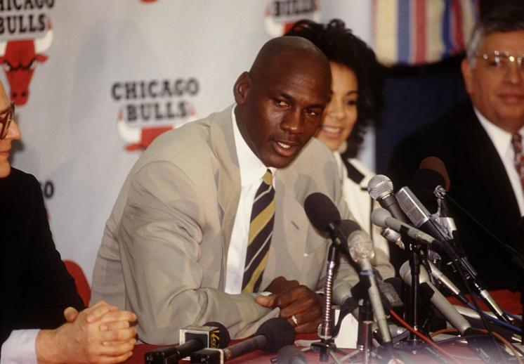 El retiro de Michael Jordan al béisbol.