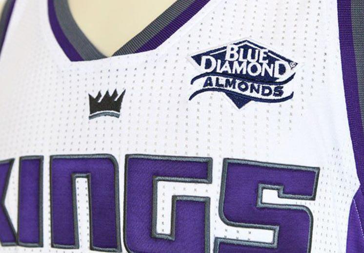 Sacramento segundo equipo con publicidad en el jersey