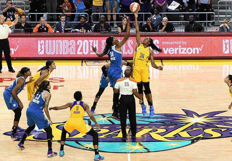 Las Sparks a un triunfo del título en la WNBA