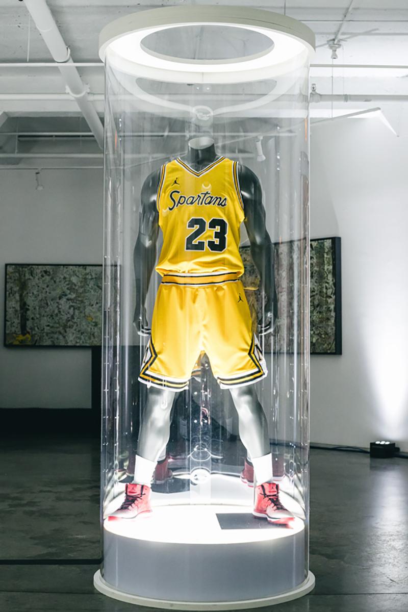 Prepas de Chicago estrenan uniforme inspirado en los Bulls. Foto 8