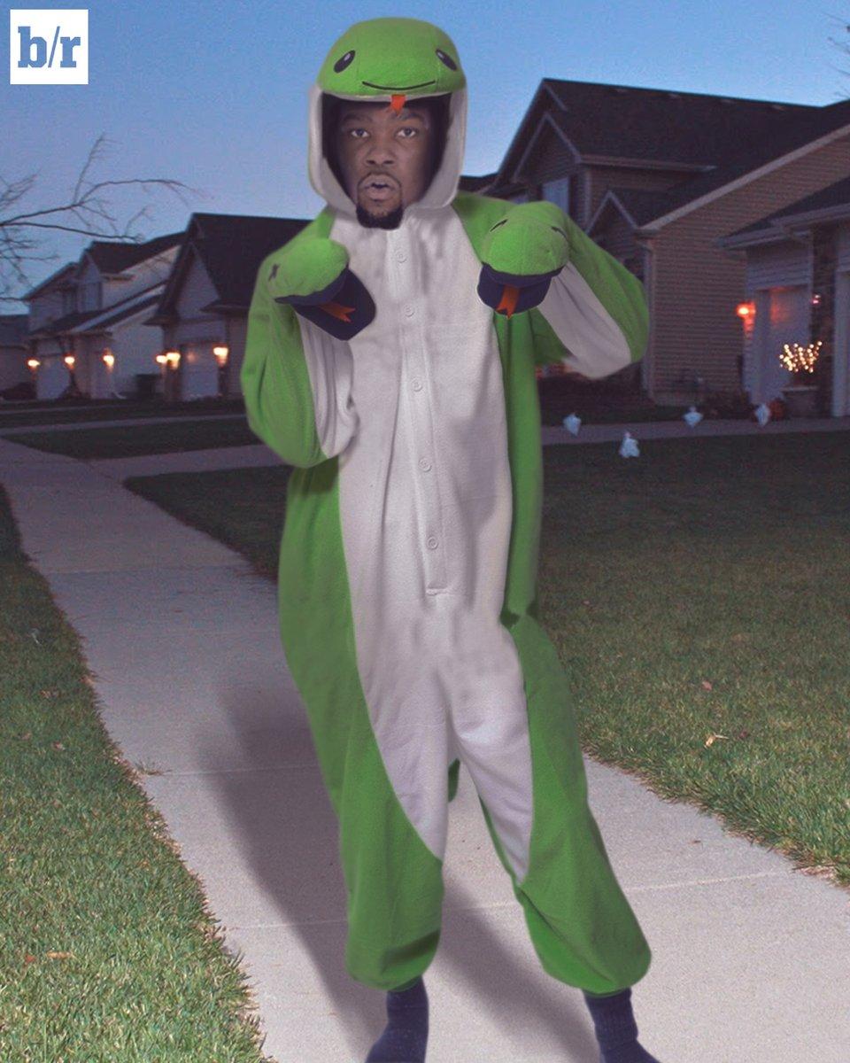 Noche de Halloween en la NBA. kevin durant disfrazado de dinosaurio