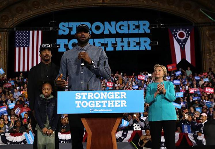 LeBron James acompañó a Hillary Clinton. Thumbnail