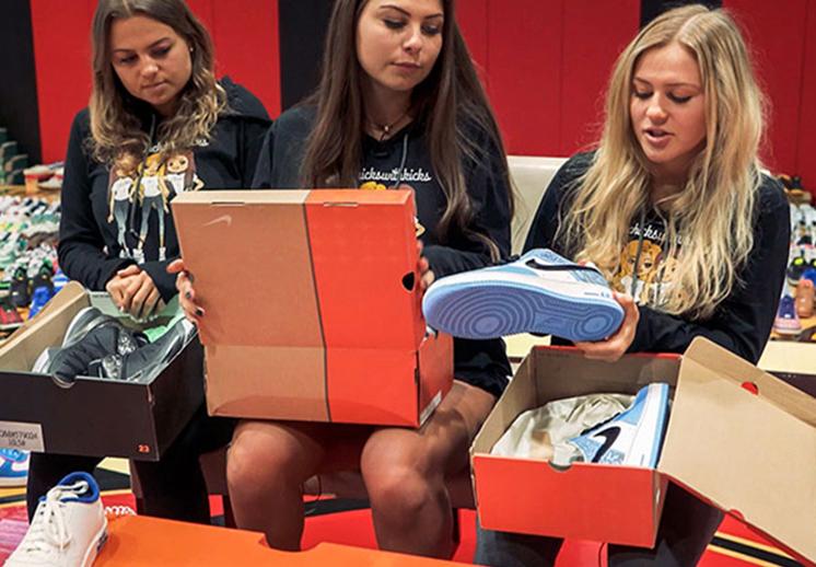 Chicks with Kicks y su colección de más de 6,000 snekaers